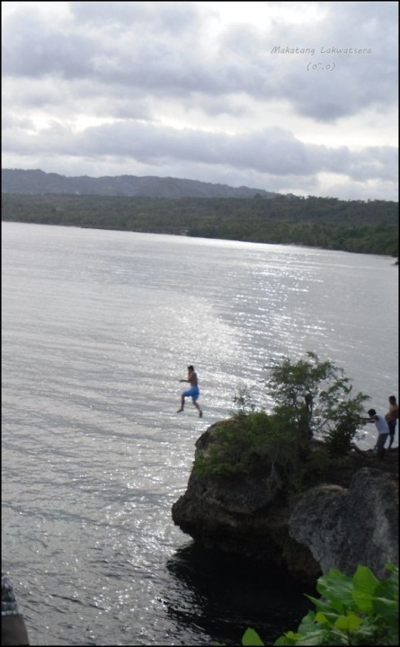 Cliff diving is one of the things you should have on your checklist upon visiting Siquijor.